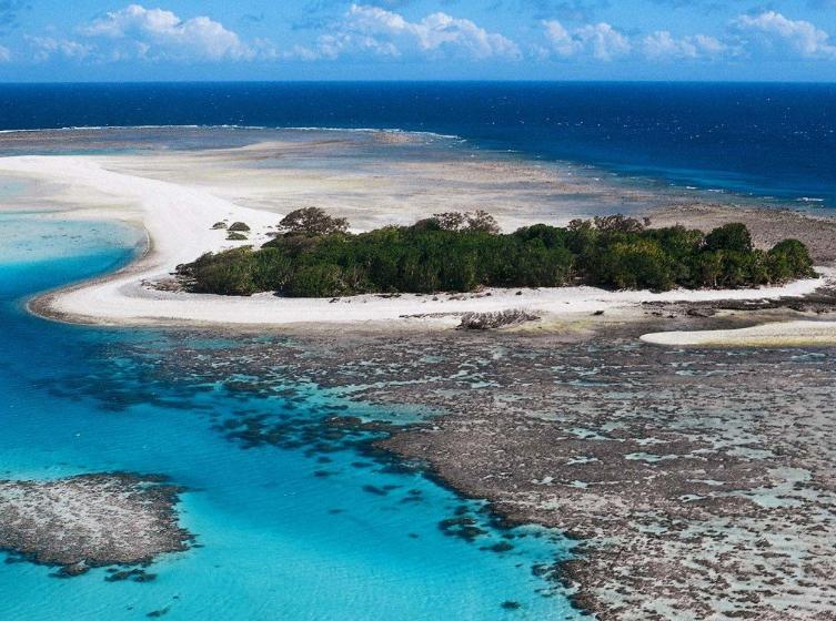 panoramic view of the great barrier reef australis, islands and reefs,